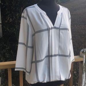 41 Hawthorn blouse in white and black houndstooth